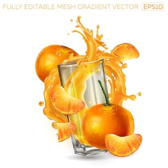 Всплеск фруктового сока в стакане среди мандаринов.