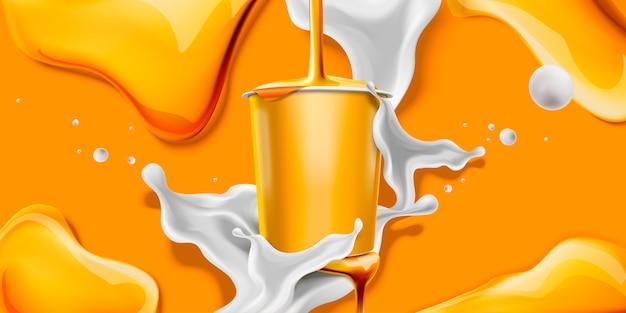 空白の容器で蜂蜜ヨーグルトをはねかける