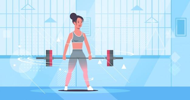 Спортивная девушка подъем штанги привлекательная женщина тренировки