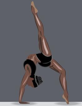 Загорелая спортивная женщина в спортивном нижнем белье делает упражнения