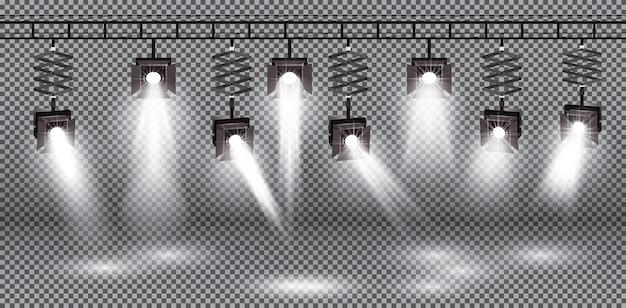 透明な背景のイラストに異なる光の効果を持つスポットライトセット。