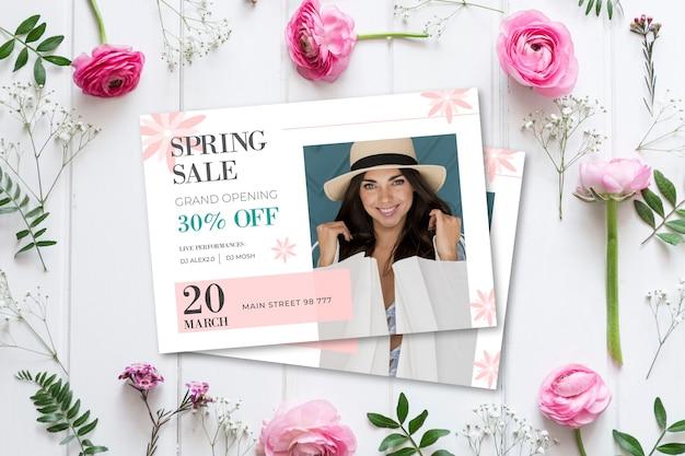 Концепция весенней распродажи с цветами