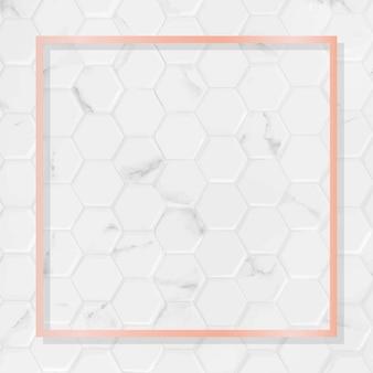 Квадратная рамка из розового золота на белом мраморном фоне шестиугольника