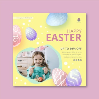Квадратный шаблон плаката на пасху с маленькой девочкой и яйцами