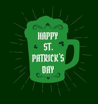 세인트 패트릭 데이 아일랜드 전통 휴일 토끼풀 클로버 잎과 맥주 머그잔