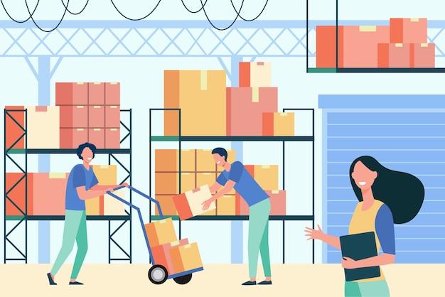 물류 저장소에서 근무하는 직원은 평면 벡터 일러스트 레이 션을 격리합니다. 만화 창고 노동자와 창고에서화물 팔레트에서 상자를 가져 오는 로더. 배달 서비스 및 창고 인테리어 컨셉