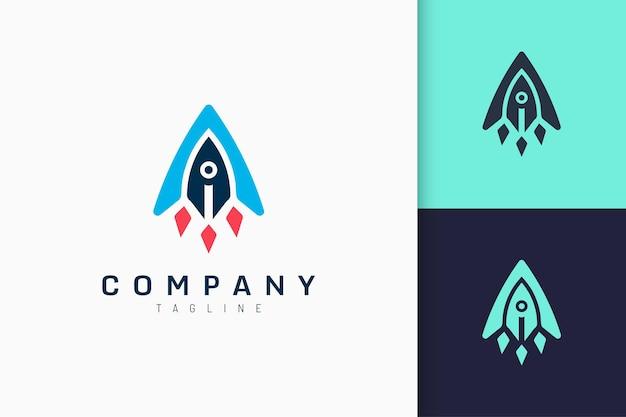 Логотип стартапа в форме современной ракеты представляет технологии или инновации