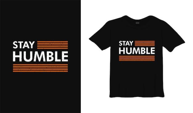 Оставайся скромным мотивационным дизайном футболки
