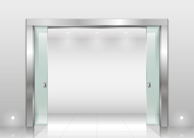 鋼の門扉と引き戸