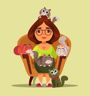 많은 고양이와 소파에 앉아 고정 관념 독립적인 행복한 웃는 여자