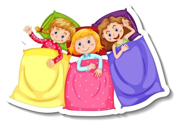 Modello di adesivo con tre bambini in pigiama costumi isolati