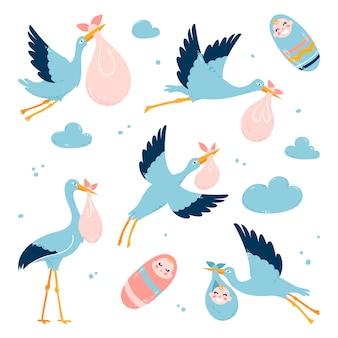 コウノトリは子供を両親に運びます。飛んでいる鳥。白い孤立した背景に。