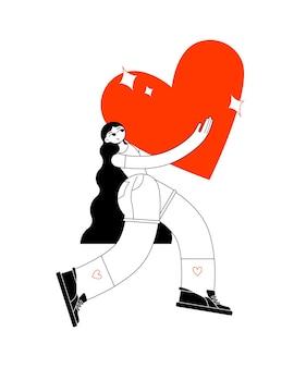 Сильная красивая женщина в кроссовках и шортах несет большое красное сердце