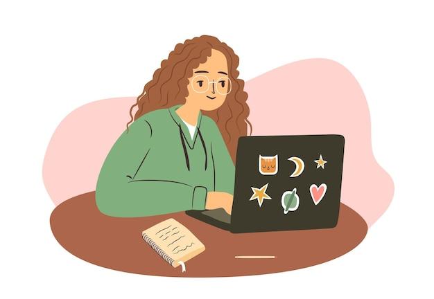 캐주얼 옷을 입은 프리랜서 여성을 공부하는 노트북을 들고 집에서 컴퓨터로 일하는 여학생