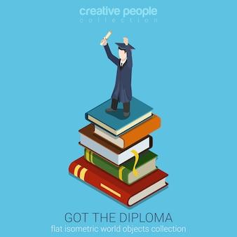 Студент держит диплом в поднятой руке, стоя на стопке больших книг, плоская изометрическая иллюстрация стиля образование выпускная концепция коллекция плоского мира