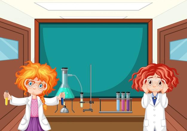 Студент в классе науки, работающих с инструментами