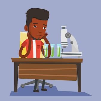 Студент работает в лабораторном классе.