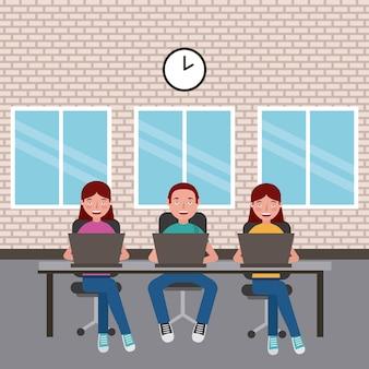 학생 소년과 소녀는 노트북으로 앉아