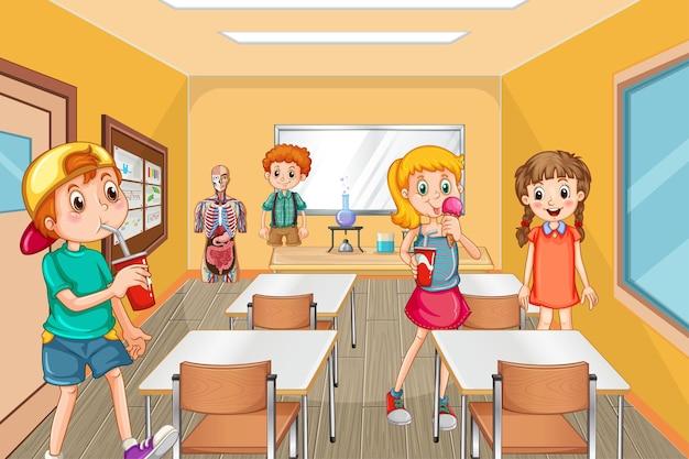 教室で休憩時間に時間を過ごす学生