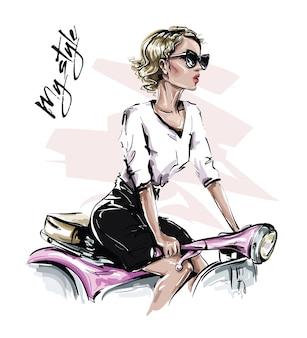 Стильная девушка с слепыми волосами, сидящая на велосипеде