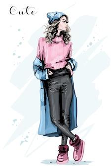 冬の服を着たスタイリッシュな女の子