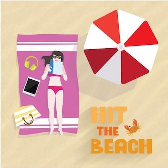 해변에서 독서하는 세련 된 여자