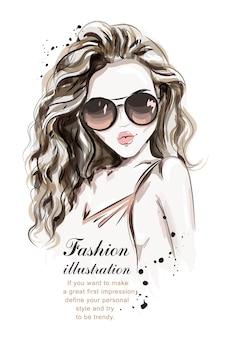 サングラスをかけたスタイリッシュな手描きの女の子。