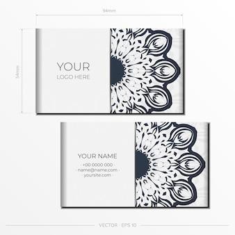 ダークヴィンテージの装飾が施されたスタイリッシュなすぐに印刷できる白いポストカードデザイン。ギリシャのパターンの招待カードテンプレート。