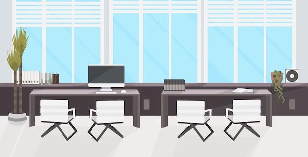 Стильное рабочее место с ноутбуком современный офисный кабинет интерьер пусто нет людей рабочее пространство комната с мебелью плоская горизонтальная