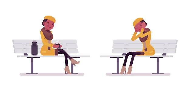 가을 옷 그림을 입고 벤치에 앉아 세련된 젊은 흑인 여성