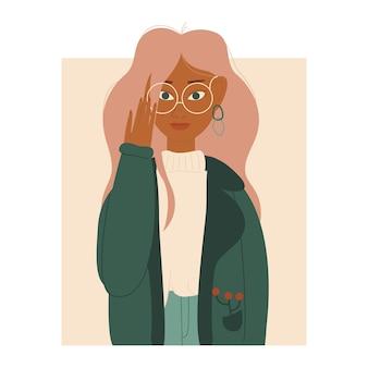 가을 비옷과 안경을 쓴 세련된 젊은 여성