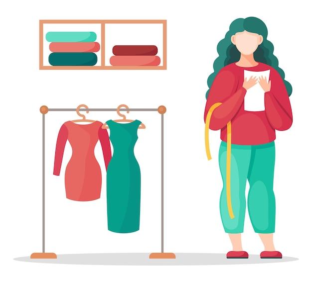 スタイリスト、デザイナー、または仕立て屋が通知を出し、巻尺を持って、緑と赤のドレスを着てラックの近くに立っています。