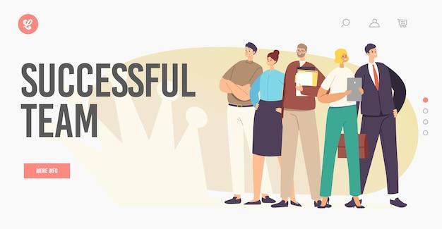 成功したビジネスチームのランディングページテンプレート。ビジネスマンのキャラクターは、壁に王冠の影、企業の仕事で紙の文書を保持している自信を持ってポーズで立っています。漫画の人々のベクトル図