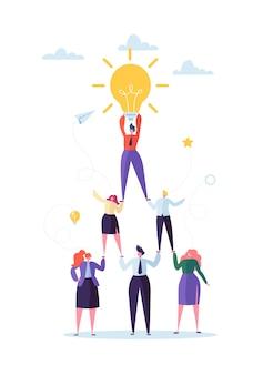 성공적인 팀 작업 개념. 비즈니스 사람들의 피라미드. 지도자는 상단에 전구를 들고입니다. 리더십, 팀워크 및 창의적인 아이디어.