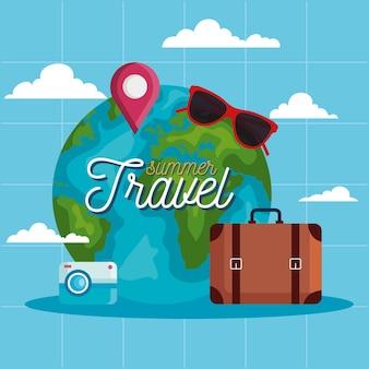 夏と旅行の世界とバッグのデザイン、旅行の観光と旅のテーマ
