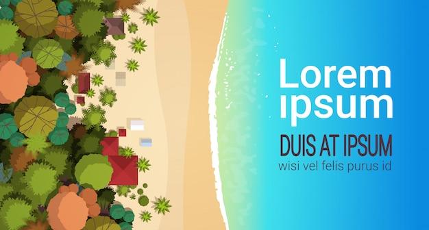 夏のビーチの休暇トップアングルビュー砂カラフルな傘熱帯のビーチの休日水平コピースペースフラット