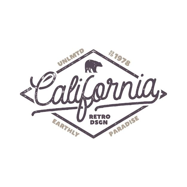クマとタイポグラフィの要素を持つ夏のカリフォルニアのラベル。 tシャツ、エンブレム、マグカップ、アパレルデザイン、衣料品、その他のアイデンティティのためのレトロなサーフスタイル。白い背景で隔離の株式ベクトル。
