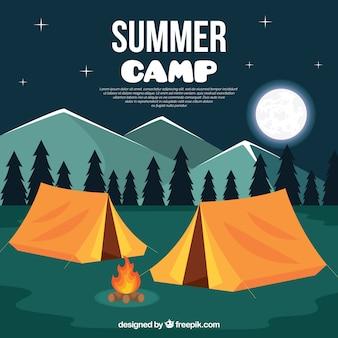 Летний лагерь с ночным пейзажем