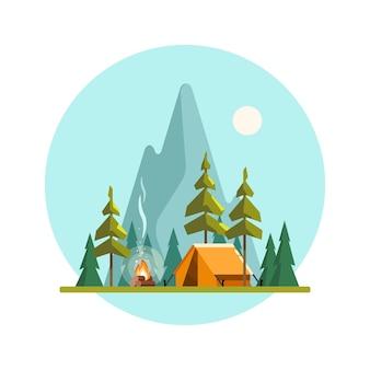 黄色いテントキャンプファイヤーの森と山々のあるサマーキャンプの風景