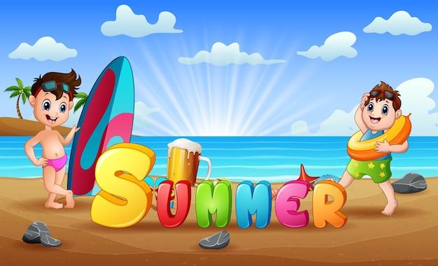 熱帯のビーチで子供たちと夏の休日
