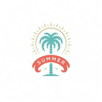 Летние каникулы этикетка или значок типографии лозунг дизайн плаката или поздравительной открытки векторные иллюстрации. символ пальмы.