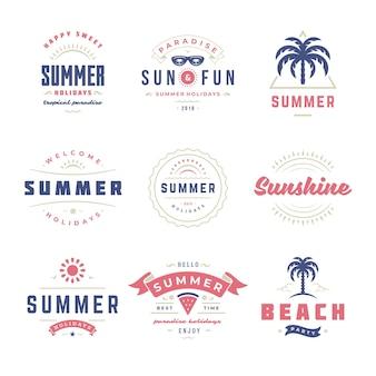 Летние каникулы этикетки и значки дизайн ретро типографии набор. шаблоны для поздравительных открыток, плакатов и дизайна одежды. векторная иллюстрация. Premium векторы