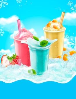 マンゴー、ストロベリー、ソーダのフレーバーの夏の氷で削ったテイクアウトカップ、青い氷の背景と雪片