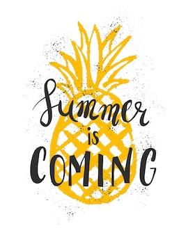 夏のレタリング。夏、太陽、休暇についての明るいフレーズ。手描きの書道は、チラシ、はがき、ラベル、ユニークなデザインに最適です。ベクター