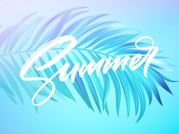 Il disegno dell'iscrizione di estate in uno sfondo colorato di foglie di palma blu e viola