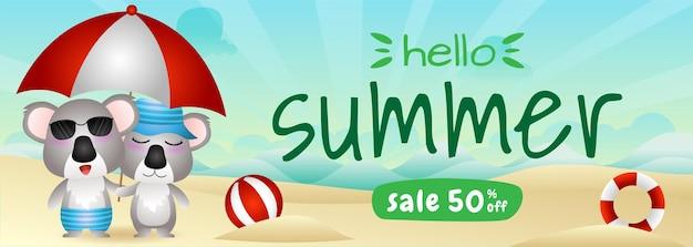 ビーチで傘を使用してかわいいコアラのカップルと夏のセールバナー