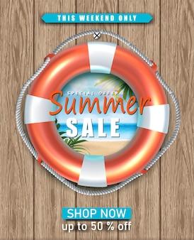 Banner di saldi estivi con cerchio di vita sulla parete di legno