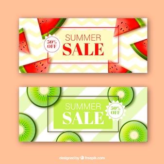 Bandiere di vendita di estate con frutta in stile realistico