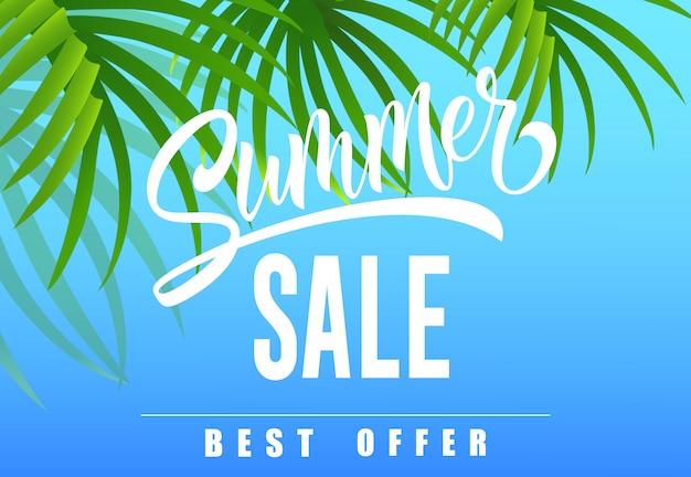 Saldi estivi, la migliore offerta stagionale banner con foglie di palma su sfondo blu cielo.