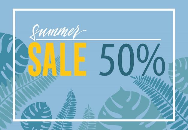 Летняя распродажа пятидесяти процентов плаката. тропический лист формы на синем фоне.